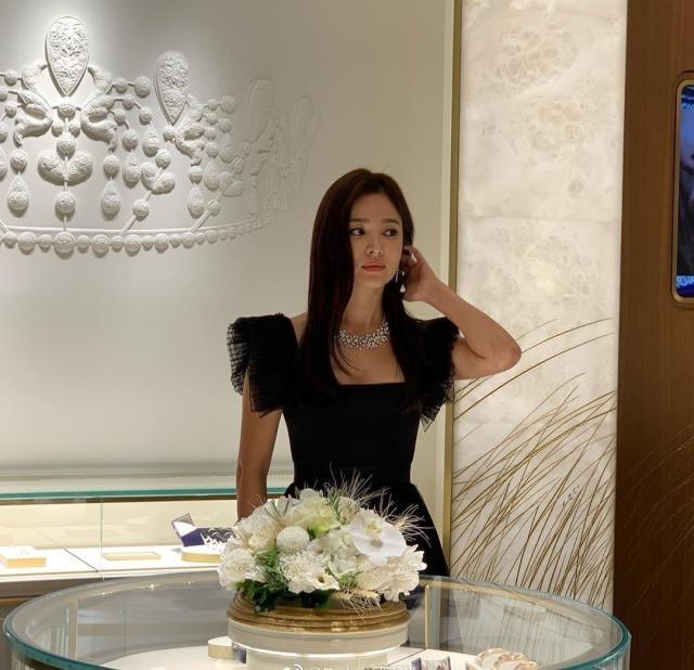 Song Hye Kyo gây tranh cãi khi dự sự kiện sau ngày mất của Sulli-4
