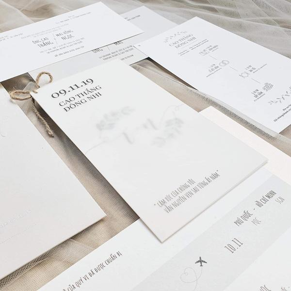 Lộ thiệp cưới giản dị của Đông Nhi và Ông Cao Thắng, 500 khách mời được cô dâu chú rể đài thọ toàn bộ kinh phí-3