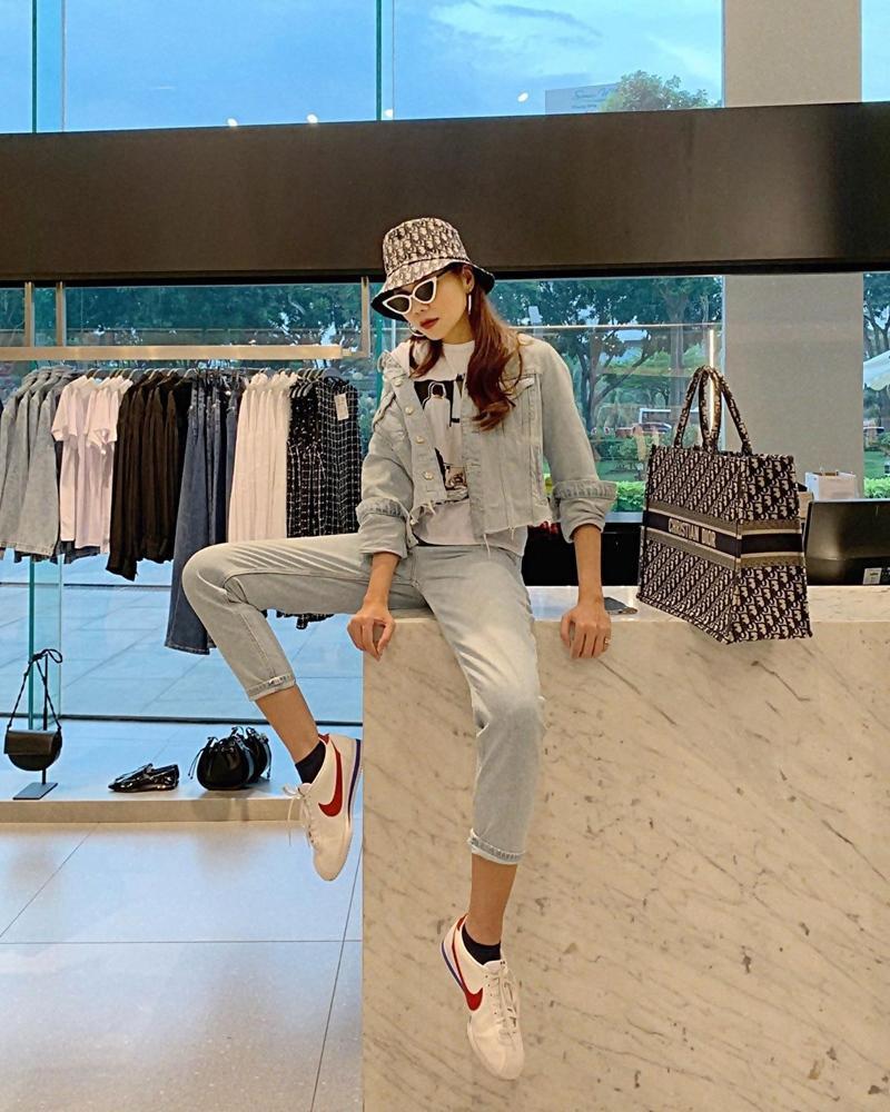 Trước ngày lên xe hoa, Đông Nhi khoe street style chất như nữ tổng tài - Thanh Hằng pose dáng gây chú ý-7