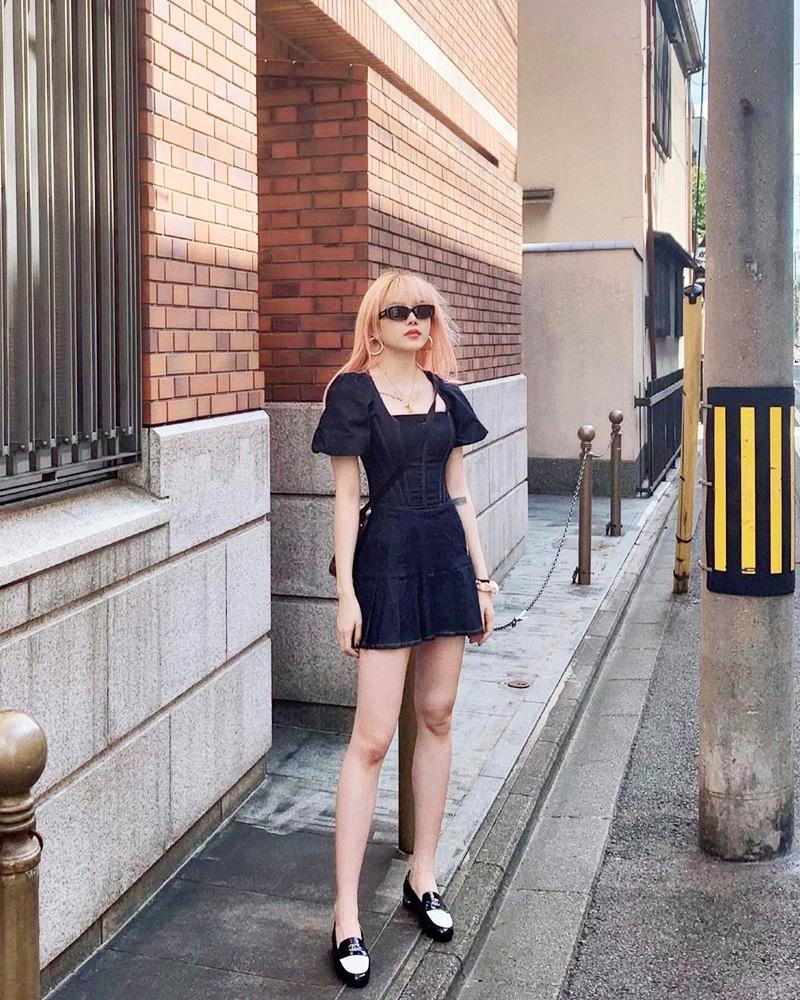 Trước ngày lên xe hoa, Đông Nhi khoe street style chất như nữ tổng tài - Thanh Hằng pose dáng gây chú ý-8