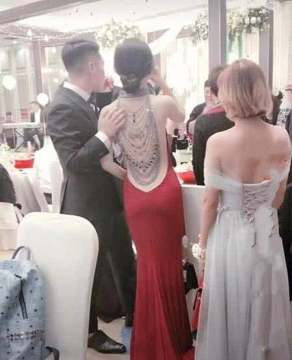 Cô dâu khoe lưng trần trong đám cưới, khi quay mặt khiến ai cũng ngỡ ngàng-2