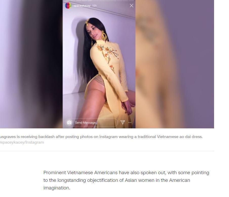 Báo quốc tế đồng loạt lên tiếng về việc nữ ca sĩ mặc áo dài không quần-1