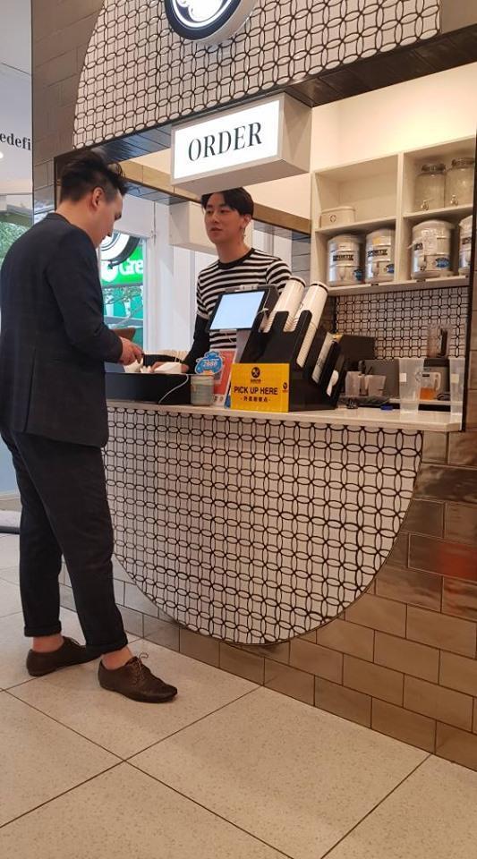 Loạt ảnh fan gửi từ phương xa: Bỏ showbiz Việt, rocker Nguyễn sang Australia làm ông chủ quán trà sữa-2