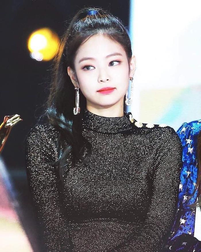 Jennie (BlackPink) vô cớ trở thành mục tiêu chỉ trích sau sự ra đi của Sulli, netizen bất bình lên tiếng-2