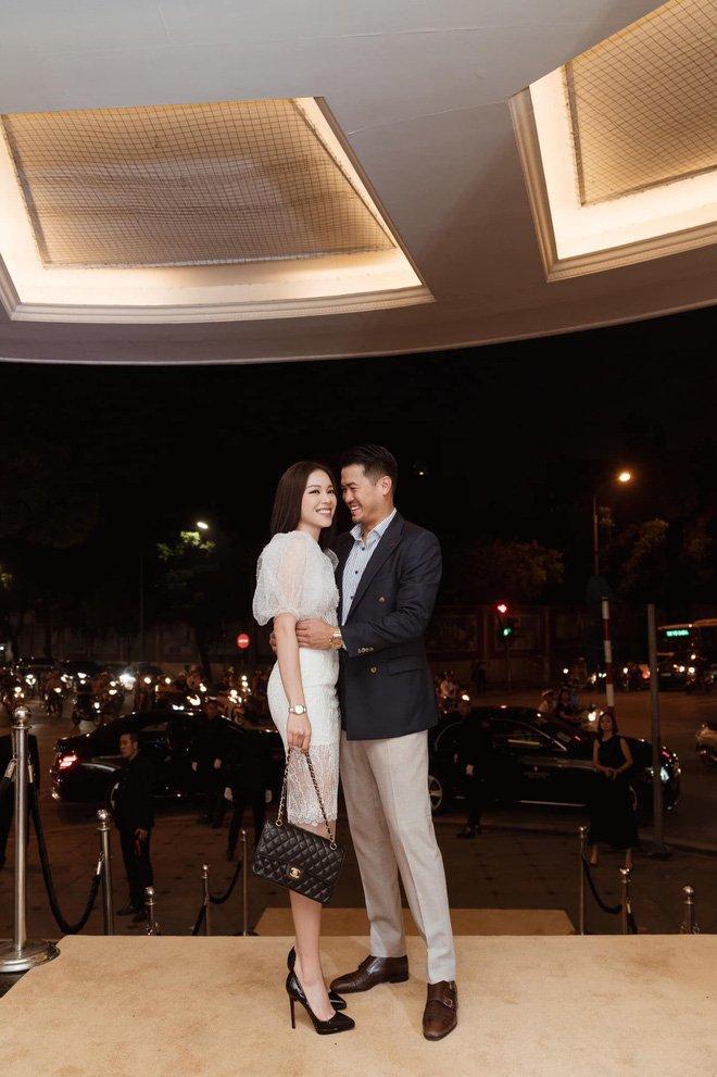 Tháp tùng nhau đi dự sự kiện, em chồng Hà Tăng chẳng ngại tình tứ với bạn gái hotgirl-5