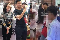 Tháp tùng nhau đi dự sự kiện ở Hà Nội, em chồng Hà Tăng chẳng ngại tình tứ với bạn gái hotgirl