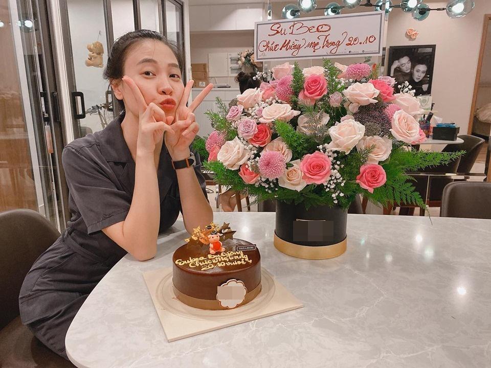 Subeo tặng lẵng hoa rực rỡ, gọi Đàm Thu Trang là mẹ chúc mừng 20/10-1