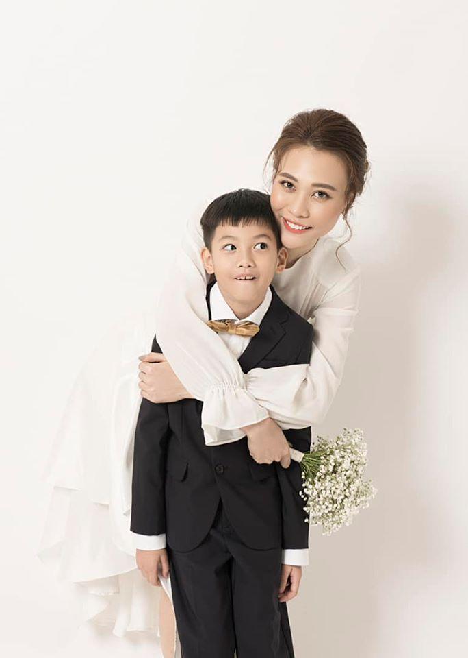 Subeo tặng lẵng hoa rực rỡ, gọi Đàm Thu Trang là mẹ chúc mừng 20/10-3