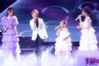 Lần đầu tiên Bảo Hân 'Về nhà đi con' khoe giọng hát ngọt ngào trên sân khấu lớn