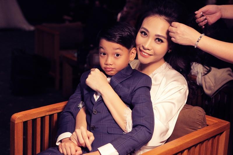 Được Đàm Thu Trang chăm sóc tận tâm, bảo sao Subeo lại chẳng hết mực yêu thương mẹ kế đến thế!-14