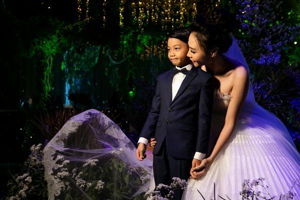 Được Đàm Thu Trang chăm sóc tận tâm, bảo sao Subeo lại chẳng hết mực yêu thương mẹ kế đến thế!-16