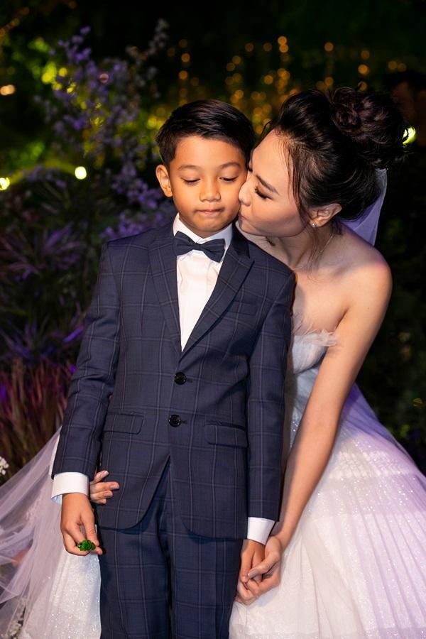 Được Đàm Thu Trang chăm sóc tận tâm, bảo sao Subeo lại chẳng hết mực yêu thương mẹ kế đến thế!-17