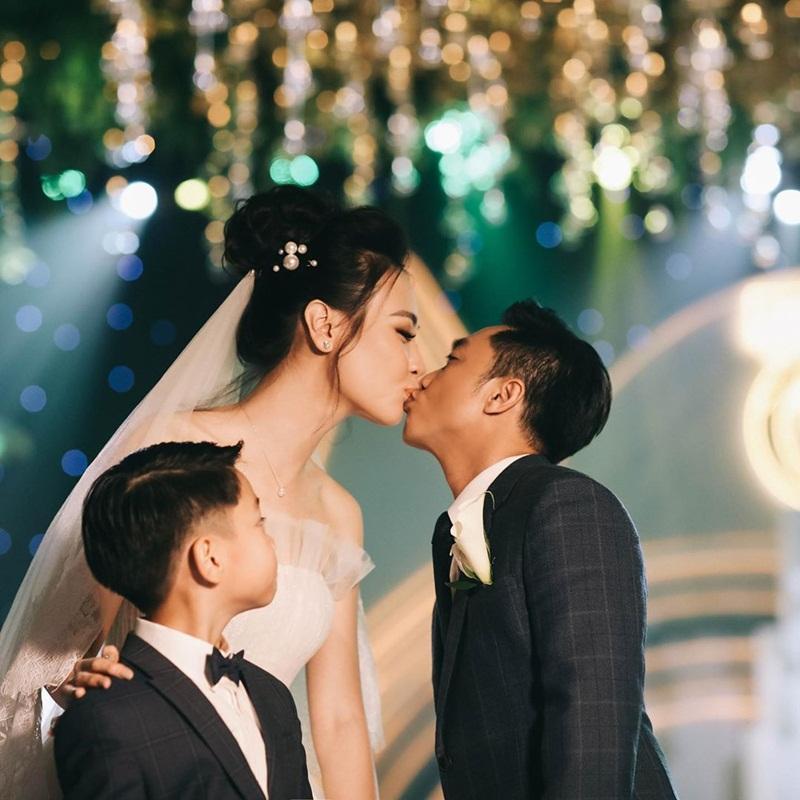 Được Đàm Thu Trang chăm sóc tận tâm, bảo sao Subeo lại chẳng hết mực yêu thương mẹ kế đến thế!-19