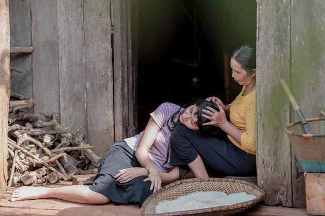 Rũ hết hào quang lấp lánh, Mỹ Tâm - Nhã Phương - HHen Niê chỉ muốn làm đứa con bé bỏng bên người phụ nữ của cuộc đời-11