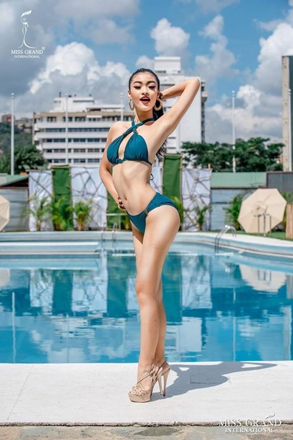 Miss Grand International 2019: BTC chỉnh sửa quá đà, dân mạng phát hiện ảnh Á hậu Kiều Loan bị bẻ cong cả cửa-1