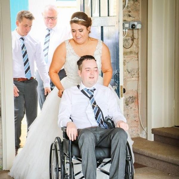 Mắc u não suốt 6 năm, chàng trai vẫn cầu hôn thành công và có đám cưới đẹp như mơ với bạn gái-2