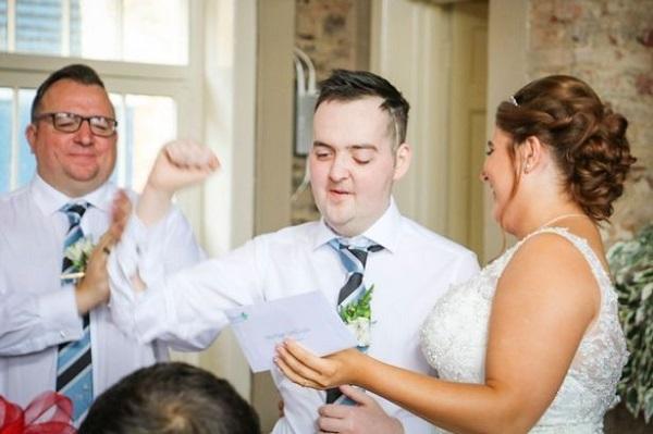 Mắc u não suốt 6 năm, chàng trai vẫn cầu hôn thành công và có đám cưới đẹp như mơ với bạn gái-4