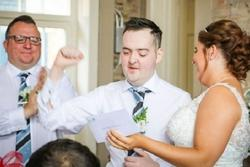 Mắc u não suốt 6 năm, chàng trai vẫn cầu hôn thành công và có đám cưới đẹp như mơ với bạn gái