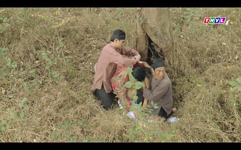 Cao Thái Hà bỏ thuốc mê rồi lột đồ đàn ông đã có vợ trong tập 42 Tiếng Sét Trong Mưa-8