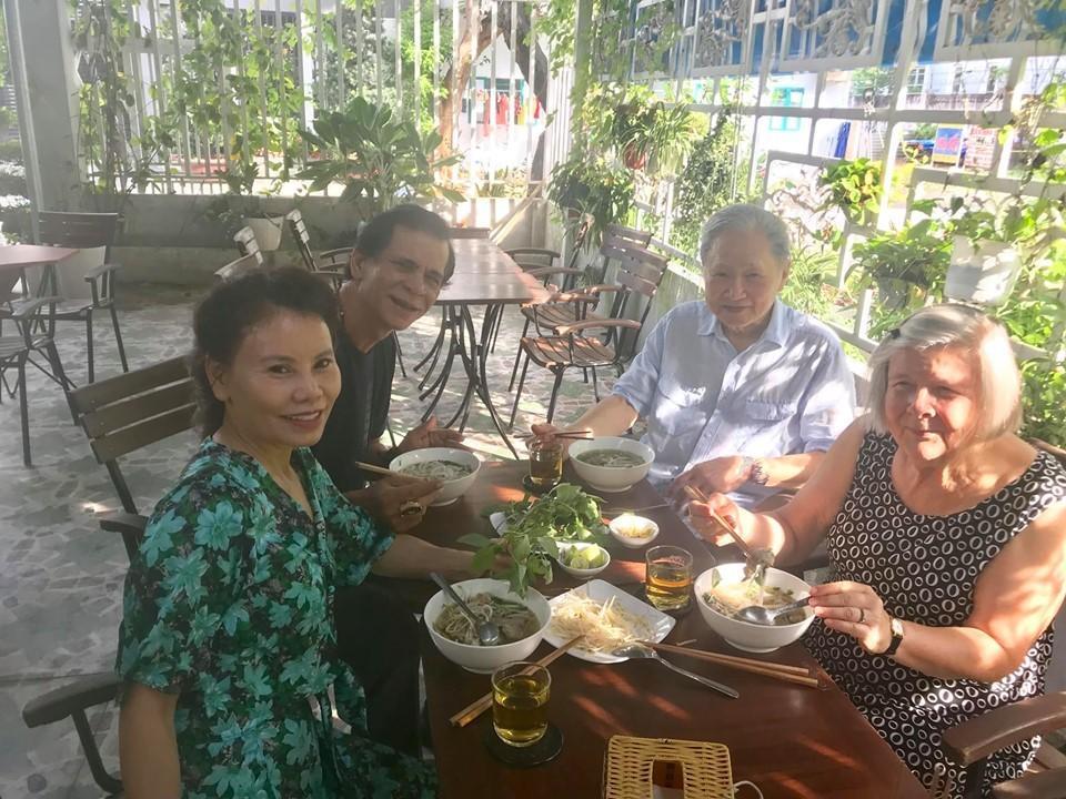 Bố mẹ Kim Lý liên tiếp về thăm nhà Hồ Ngọc Hà, tình thông gia đã chính thức kết duyên?-1