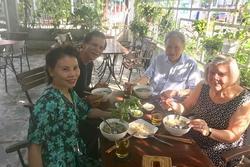 Bố mẹ Kim Lý liên tiếp về thăm nhà Hồ Ngọc Hà, tình thông gia đã chính thức kết duyên?