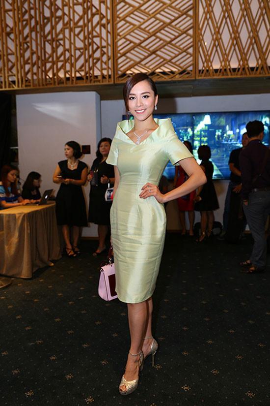 Đây là lỗi thời trang không đáng, váy đẹp biết bao cũng trở nên xấu xí mà sao Việt hay mắc phải-9