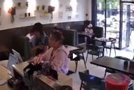 Cô gái bị đánh tới tấp vì không chịu xếp hàng ở quán cafe