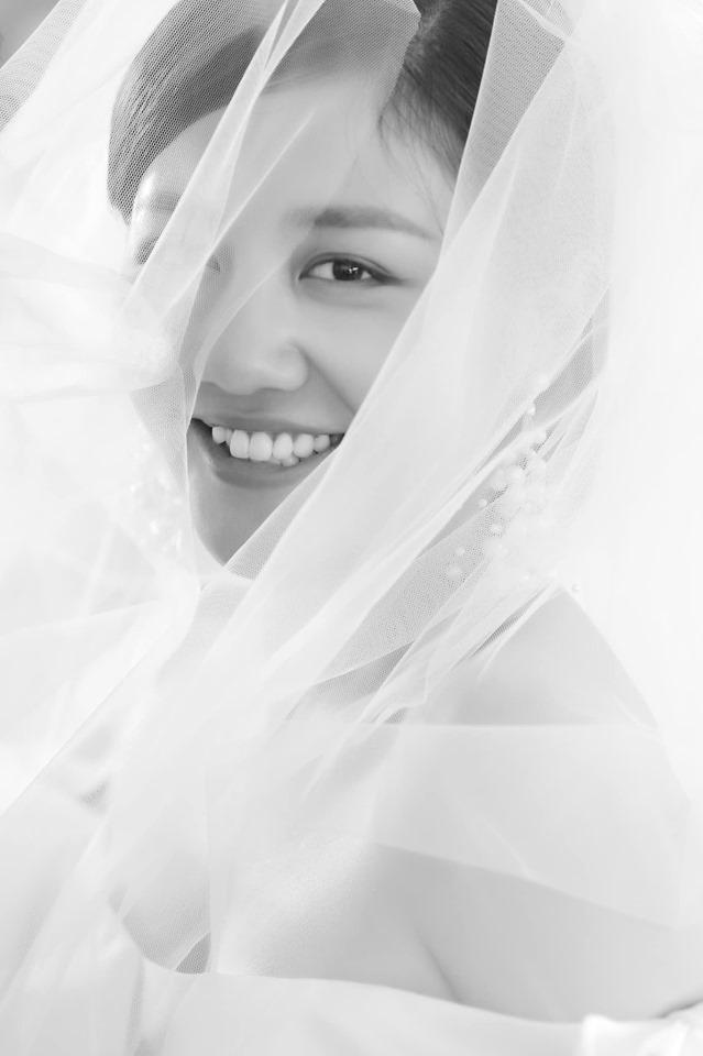 Giữa nghi vấn khoe chứng nhận kết hôn giả, Văn Mai Hương mặc váy cưới ẩn ý sắp lên xe hoa-1