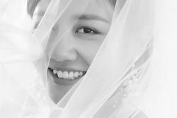 Giữa nghi vấn khoe chứng nhận kết hôn giả, Văn Mai Hương mặc váy cưới ẩn ý sắp lên xe hoa