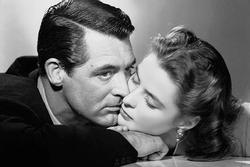 Đạo diễn lách luật thế nào để có 'nụ hôn nhục cảm nhất' dài 2 phút?