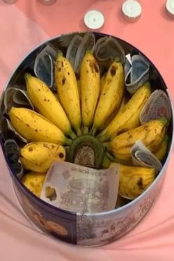 Clip: Anh chồng tự tay chuẩn bị món quà 'cực độc' tặng vợ ngày 20/10 làm các mẹ bỉm sữa cười không nín được