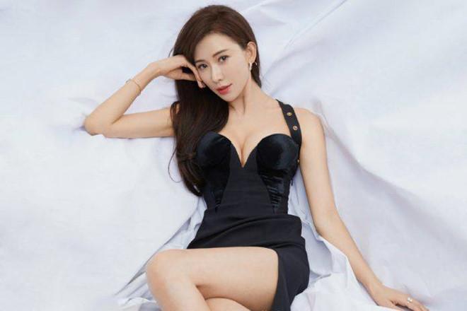 Lâm Chí Linh - siêu mẫu luôn bị điều tiếng vì ảnh khêu gợi-1