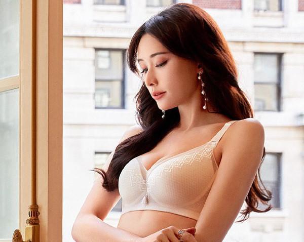 Lâm Chí Linh - siêu mẫu luôn bị điều tiếng vì ảnh khêu gợi-10