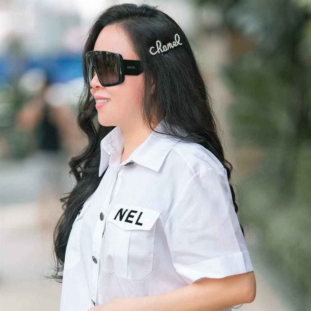 Tin được không: Chỉ với chiếc kẹp tóc 20 triệu đồng, Phượng Chanel đang 45 mà nhìn như 25-1