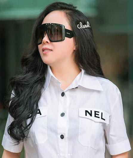 Tin được không: Chỉ với chiếc kẹp tóc 20 triệu đồng, Phượng Chanel đang 45 mà nhìn như 25-8