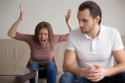 Lương 50 triệu/tháng nhưng mỗi ngày, vợ chỉ cho chồng 140.000 đồng tiêu vặt