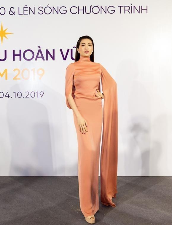 SAO MẶC XẤU: MC Thanh Mai đi tất bên mất bên còn - Bảo Anh khó hiểu với trang phục bánh tét-7