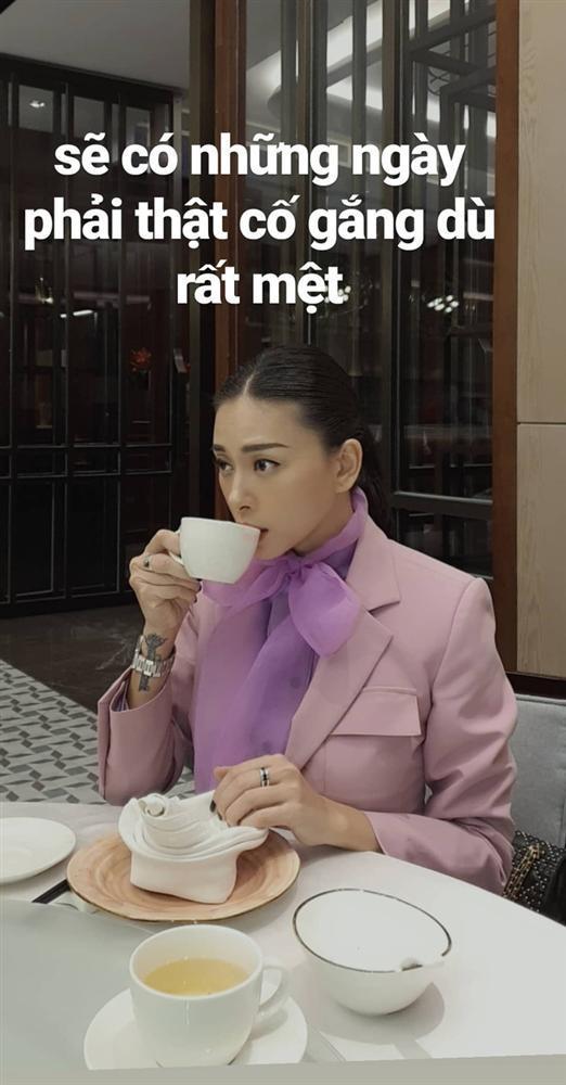 SAO MẶC XẤU: MC Thanh Mai đi tất bên mất bên còn - Bảo Anh khó hiểu với trang phục bánh tét-5