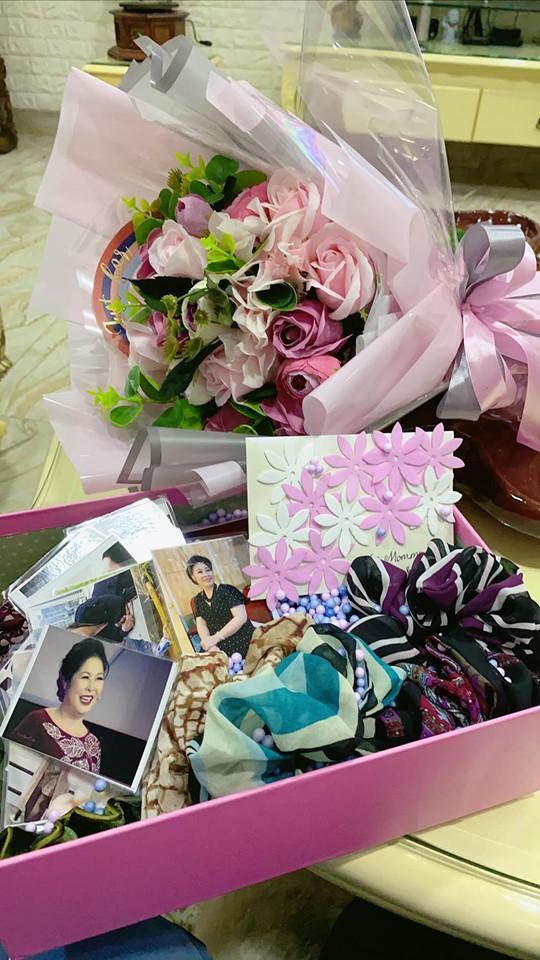Nghệ sĩ Hồng Vân khoe quà ngày 20/10 nhưng ai cũng chỉ chú ý đến ngoại hình đổi khác của con gái út-4