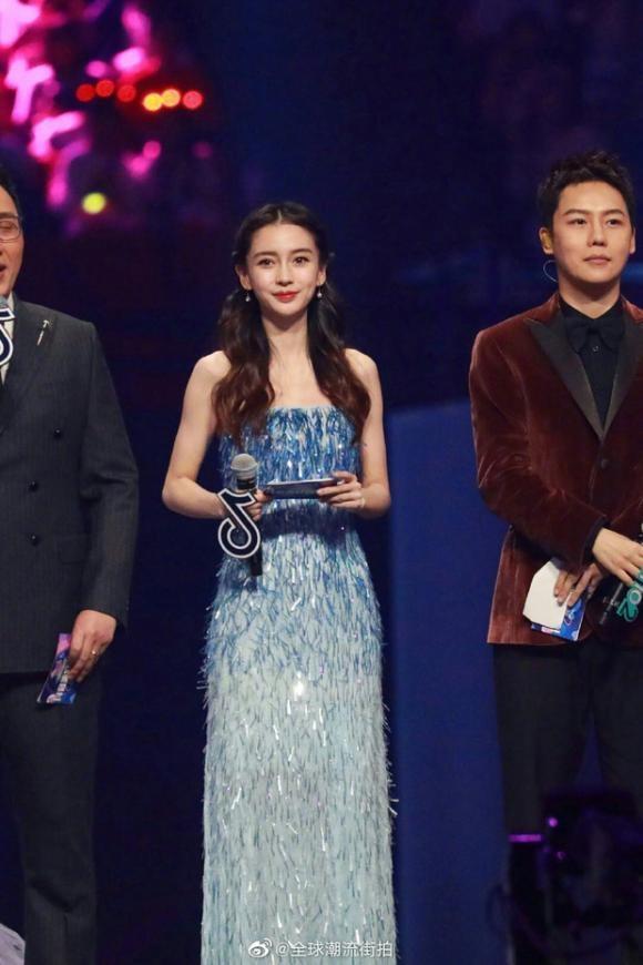 Hiếm khi mặc đồ đôi với vợ, thế mà Huỳnh Hiểu Minh lại diện đồ xuyệt tông với Triệu Vy khiến fans khó hiểu-2