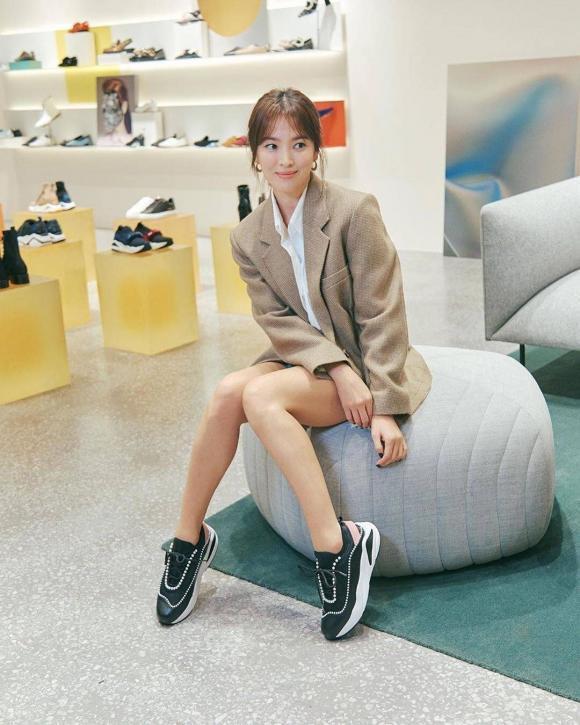 Song Hye Kyo tái hiện hình ảnh bác sĩ Kang trong Hậu duệ của mặt trời, fan lại nghẹn ngào khó tả-2