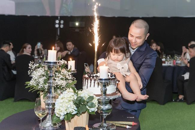 Anh trai ca sĩ Bảo Thy tổ chức sinh nhật kiểu đại gia, rạp mời khủng to như ăn cưới-6