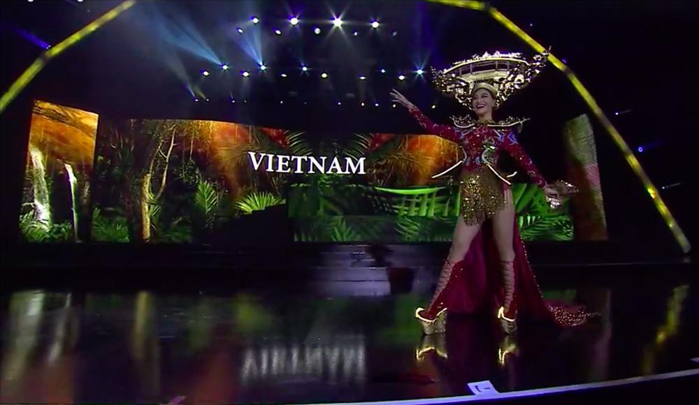 Hơn 1000 đèn led không sáng, phần thi quốc phục của Kiều Loan tại Miss Grand 2019 gây tiếc nuối-2
