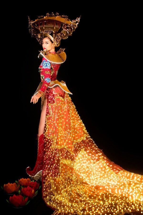 Hơn 1000 đèn led không sáng, phần thi quốc phục của Kiều Loan tại Miss Grand 2019 gây tiếc nuối-7