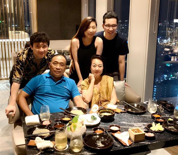 Trấn Thành lên tiếng giải vây khi Hari Won vắng mặt trong tiệc sinh nhật mẹ chồng-2