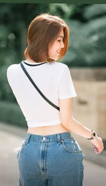 Cứ ngỡ Ngọc Trinh mặc quần ngược ra đường, hóa ra là bắt chước Kendall Jenner-1
