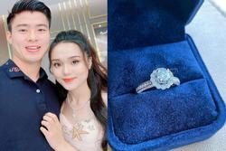 Người yêu Duy Mạnh khoe nhẫn kim cương siêu khủng, trả lời từng comment về hứa mời cưới bạn bè