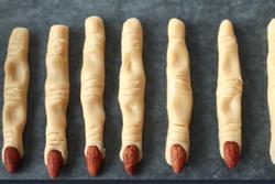 Bánh quy ngón tay phù thủy kỳ dị cho lễ hội Halloween
