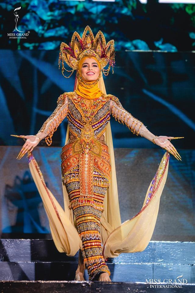 Top 10 quốc phục đẹp nhất Miss Grand International 2019, trong đó có thí sinh giống Mạc Văn Khoa-6