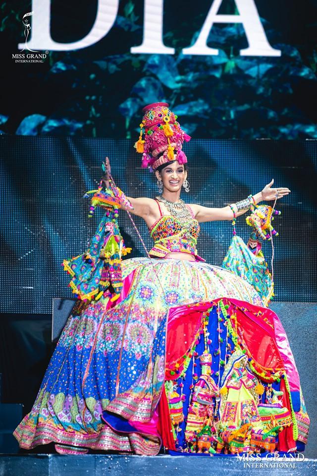 Top 10 quốc phục đẹp nhất Miss Grand International 2019, trong đó có thí sinh giống Mạc Văn Khoa-11